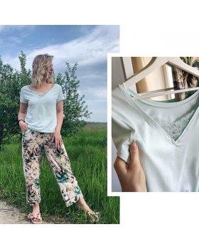 С первым днем лета, красотки!🌸 на фото очень нежная и приятная к телу пижама. Выполнена из натуральной ткани, бамбук с сочетанием хлопкаФутболка двухсторонняя. Штаны не длинные. На рост 175 будут как капри или кюлоты. ⠀ Для заказа переходите на наш сайт, по ссылке в шапке профиля. ⠀ Стоимость 3099 руб. Размеры S, M, L, XL Доставим бесплатно + трусики в подарок к заказу⭐ ⠀ ______⠀ ✨Бесплатная доставка по России, Беларуси, Казахстану, Кыргызстану и Армении Подробности и условия доставки уточняйте у нашего менеджера в whatsapp или direct ✨Трусики в подарок при заказе от 1500₽ ⠀  Для заказа : Whatsapp: +79252179151 Позвоните нам 📞 +79252179151  Либо выбирайте удобный способ для заказа по ссылке в шапке профиля @indefini_official