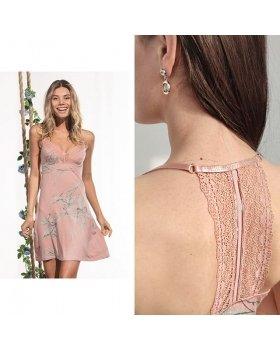 Красивая сорочка выполнена из тонкого, натурального модала высокого качества. ⠀ ⠀ Модель без рукавов приталенного силуэта, длиной выше колен.  Лиф декорирован аппликацией из нежного кружева с  узором. Спинка оформлена тоже с кружевной вставкой. Розовые оттенки смотрятся свежо и по-весеннему, а нежное кружево придает модели женственность. ⠀ ⠀ ✂Размеры: 44/46/48/50 ⚜Состав: 95% Модал 5% Эластан Модель: 419200 (для удобного поиска на сайте) ⠀ ______ ⠀ 🛍Наш шоу-рум: 📍м. Кузьминки Сормовский проезд 11с7 📍М. Бауманская ул. Нижняя Красносельская 35, стр.9 этаж 4 офис 401 ⠀  Отправляем в любые города и регионы Доставка БЕСПЛАТНАЯ по РФ Беларуси и Казахстану ⠀  Для заказа : Whatsapp: +79252179151 Позвоните нам 📞 +79252179151  Либо выбирайте удобный способ для заказа по ссылке в шапке профиля @iindefini_official